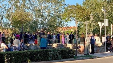 Sorpresa y malestar vecinal ante la celebración de una boda en la FRAH que ocupó el Puente de Piedra