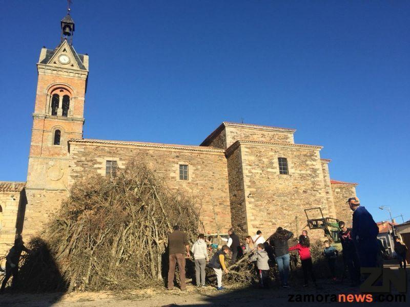 Un Año Más La Guera De Carbajales De Alba Se Encenderá Esta Noche A Las 12 Zamora News Tu Periódico Digital En Zamora
