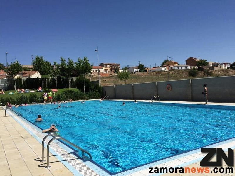 La piscina de higueras abre este lunes tambi n con for Piscinas zamora