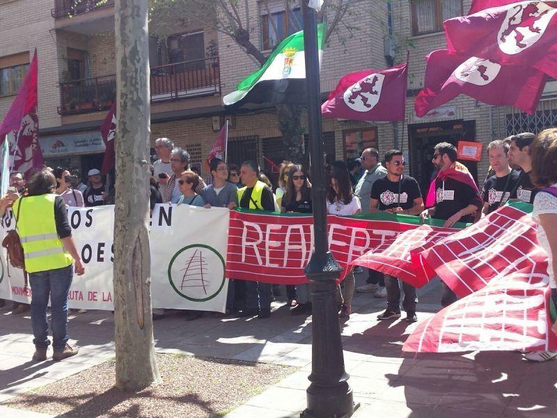 Medio millar de leoneses y extremeños se manifiestan en Hervás para pedir la reapertura de la Vía de la Plata