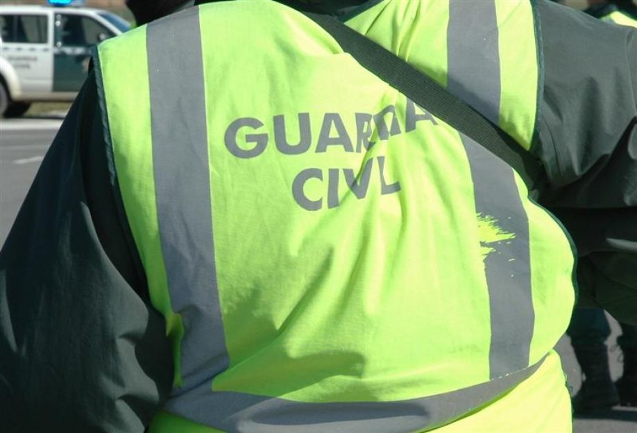 Miembro de la Guardia Civil en labores de control en Benavente . Foto:Guardia Civil