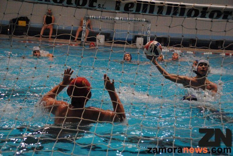 Este s bado de nuevo waterpolo en la piscina sindical de for Piscina sindical zamora