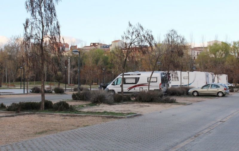 Lucas y Gomez proponen la regulación y adecuación del parking para autocaravanas de Valorio
