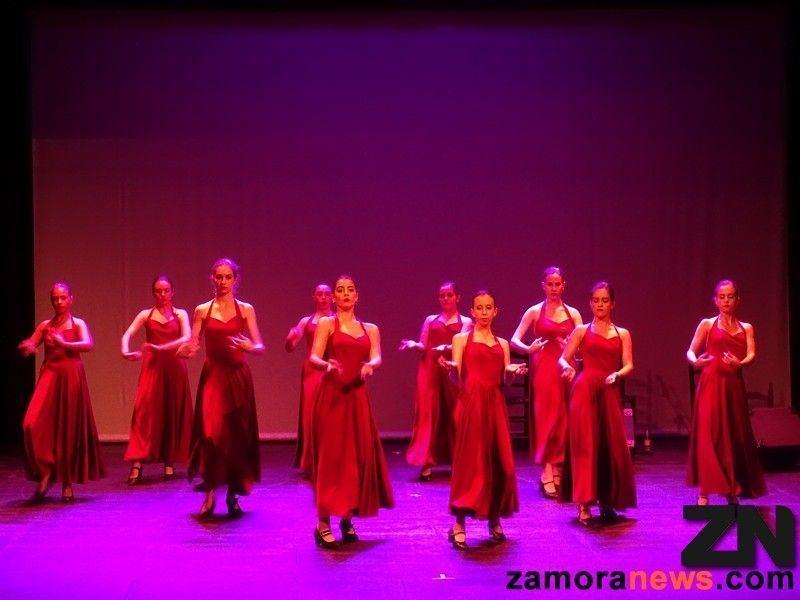 La Escuela de Baile de Carmen Ledesma llena el Principal con su ...