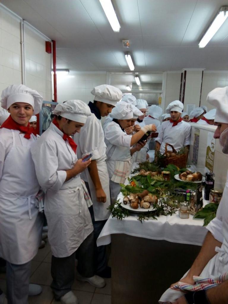 Zamora promociona la cocina de setas entre alumnos de for Formacion profesional cocina