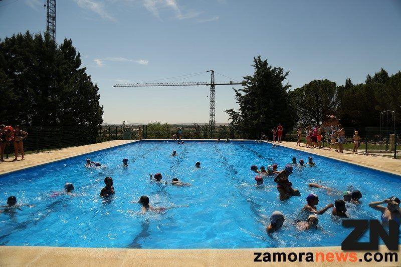 La piscina municipal de toro comienza su temporada for Piscinas toro
